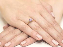 złoty pierścionek z brylantami i ametystem na zaręczyny ametyst brylanty diamenty prezent dla żony dziewczyny