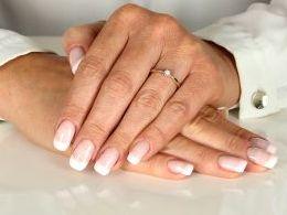 złoty pierścionek zaręczynowy zaręczyny z brylantem diamentem diament brylant złoto żółte prezent dla żony dziewczyny na urodziny imieniny na pamiątkę pod choinkę realne zdjęcie zdjęcia na palcu w pudełku na modelce