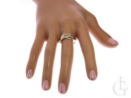 ekskluzywny złoty pierścionek obrączka z cyrkoniami złoto żółte cyrkonie pierścionek na palcu dłoni pierścionek w pudełku realne zdjęcia