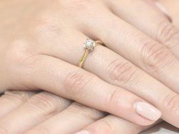 złoty pierścionek zaręczynowy klasyczny złoto żółte próba 0.585 brylant diament pierścionki zaręczynowe klasyczne