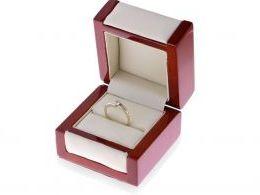 pierścionek zaręczynowy złoty w pudełku realne zdjęcie zdjęcie pierścionek na prezent dla żony dziewczyny