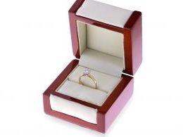 ekskluzywny złoty pierścionek zaręczynowy z brylantami diamentami duża korona złoto żółte brylant diament pierścionek w pudełku realne zdjęcie pierścionek na palcu na ręce prezent zaręczyny