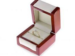 pierścionek zaręczynowy z brylantem diamentem w pudełku złoto żółte złoto białe próba 0.585 14ct