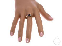 złoty pierścionek z czarną cyrkonią kamieniem na prezent zaręczyny dla żony dziewczyny w pudełku realne zdjęcia