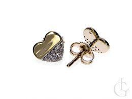 kolczyki złote z brylantami diamentami serduszka serce sztyft złoto żółte kolczyki na uchu realne zdjęcie foto