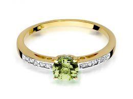 pierścionek złoty z brylantami diamentami oliwinem oliwin na palcu na ręce realne zdjęcie zdjęcia klasyczny wzór brylanty diamenty złoto żółte próba 0.585 14k