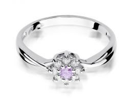 pierścionek złoty z brylantami diamentami ametystem ametyst markiza na palcu na ręce realne zdjęcie zdjęcia klasyczny wzór brylanty diamenty złoto białe próba 0.585 14k
