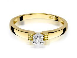 złoty pierścionek zaręczynowy z brylantem brylantami klasyczny złoto żółte próba 0.585 pierścionki zaręczynowe klasyczne realne zdjęcie na palcu