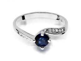 złoty pierścionek zaręczynowy z białego złota z szafirem szafir białe złoto brylant brylanty pierścionek na palcu dłoni realne zdjęcie