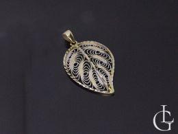 złoty wisiorek listek liść zawieszka ażurowa na szyi realne zdjęcie złoto żółte