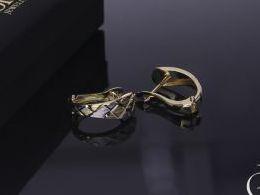 złote kolczyki diamentowane na angielskie zapięcie złoto żółte i białe próba 0.585 prezent dla żony dziewczyny realne zdjęcia zdjęcie na uchu modelce