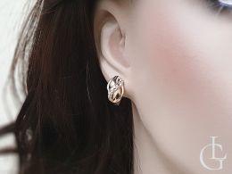 złote kolczyki diamentowane na angielskie zapięcia na uchu realne zdjęcie kolczyki na prezent
