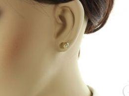 złote kolczyki diamentowane kulki kuleczki sztyft wręty zapięcie złoto żółte i białe próba 0.585 prezent dla żony dziewczyny realne zdjęcie zdjęcia na uchu modelce
