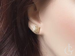 złote kolczyki kwadraty na uchu na wkrętki złoto żółte 0.585 14 karatowe złoto żółte