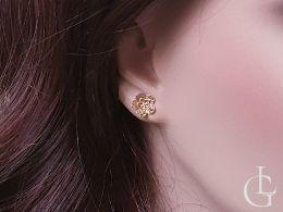 złote kolczyki kwiatki kwiatuszki diamentowane na uchu na sztyft na wkrętki złoto żółte próba 0.585 14ct