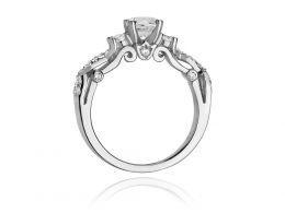 ekskluzywny złoty pierścionek zaręczynowy  z brylantami z klasycznego białego złota próba 0.585 pierścionek na palcu dłoni realne zdjęcie zdjęcia prezent dla żony dziewczyny na rocznicę
