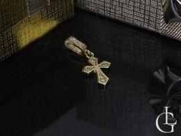 krzyżyk złoty delikatny z cyrkoniami na łańcuszek prezent dla dziecka na komunię, chrzest
