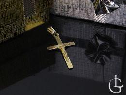 krzyżyk złoty z Panem Jezusem złoto żółte złoto chrzest komunia