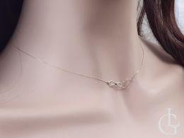złota celebrytka naszyjnik damski na szyi serduszko serce znak nieskończoności łańcuszek ankier złoto żółte próba 0.585 14k realne zdjęcie na modelce na szyi
