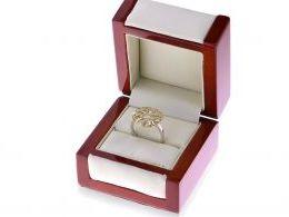 ekskluzywny złoty pierścionek ażurowy z cyrkoniami duża okrągła korona kółko koło złoto żółte białe realne zdjęcie w pudełku na ręce nowoczesny wzór