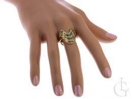 złoty pierścionek ekskluzywny duży szeroki z cyrkoniami na palcu złoto żółte 0.585 14ct