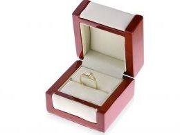 złoty pierścionek w pudełku zaręczyny pierścionki zaręczynowe złoto żółte próba 0.585 14K cyrkonie