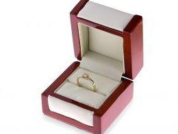 złoty pierścionek zaręczynowy w pudełku pierścionek z brylantem diamentem złoto żółte klasyczne wzór próba 0.585 14ct