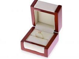 pierścionek złoty z motylem z motylkiem w pudełku