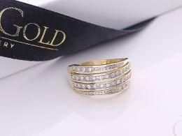 złoty pierścionek obrączka z brylantami diamentami złoto żółte prezent dla żony dziewczyny na urodziny imieniny na pamiątkę pod choinkę realne zdjęcie zdjęcia na palcu w pudełku na modelce