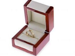 pierścionek w pudełku złoty pierścionek damski nowoczesny wzór brylanty złoto żółte 0.585 14 karatowe biżuteria złota damska