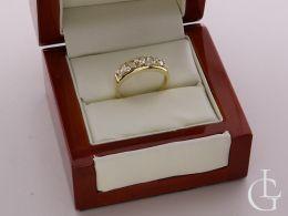 złoty ekskluzywny pierścionek z cyrkoniami w pudełku złoto żółte próba 0.585