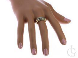 szeroki złoty pierścionek na palcu damski tradycyjny czarne szafirowe i klasyczne cyrkonie złoto żółte 0.585