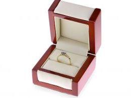 złoty pierścionek na zaręczyny z topazem i cyrkoniami w pudełku złoto próba 0.585 14ct