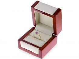 pierścionek w pudełku złoty pierścionek zaręczynowy z ametystem i brylantami złoto żółte 0.585 14 karatowe
