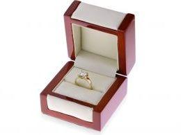 pierścionek zaręczynowy w pudełku duży kamień złoto żółte próba 0.585 14ct