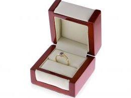 złoty pierścionek w pudełku fioletowa cyrkonia złoto żółte 14K 0.585