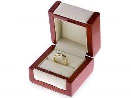 pierścionek złoty w pudełku granaty cyrkonie szeroki tradycyjny złoto żółte 0.585