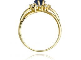 złoty pierścionek na zaręczyny z dużym szafirem naturalnym i brylantami złoto żółte klasyczne próba 0.585 pierścionek na palcu markiza realne zdjęcia szafir