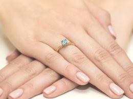 złoty pierścionek zaręczynowy z topazem naturalnym złoto żółte 0.585 14ct pierścionek z brylantami diamentami na palcu dłoni realne zdjęcia prezent dla żony dziewczyny na rocznicę