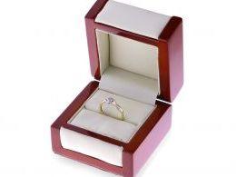 pierścionek zaręczynowy w pudełku brylant duży kamień złoto żółte próba 0.585 14ct
