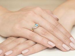 pierścionek złoty zaręczynowy z topazem naturalnym i brylantami diamentami pierścionek na prezent rocznicę ślubu dla żony dziewczyny