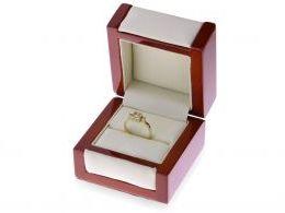 złoty pierścionek zaręczynowy w pudełku złoto żółte próba 0.585 14ct