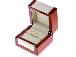 pierścionek złoty zaręczynowy w pudełku złoto żółte złoto białe cyrkonia zaręczyny