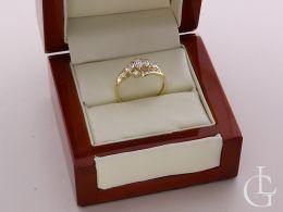 ekskluzywny złoty pierścionek w pudełku nowoczesny wzór cyrkonie złoto żółte klasyczne próba 0.585 14ct