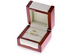 pierścionek złoty zaręczynowy w pudełku złoty ekskluzywny wzór cyrkonie złoto żółte próba 0.585