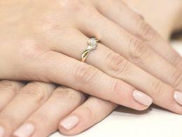 złoty pierścionek zaręczynowy korona koło brylanty złoto żółte próba 0.585 14K pierścionek na palcu dłoni realne zdjęcia pierścionki zaręczynowy z brylantami na prezent rocznicę dla dziewczyny żony