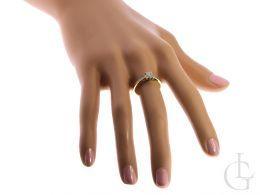 pierścionek złoty zaręczynowy z brylantami na palcu na ręce złoto żółte 0.585 14K