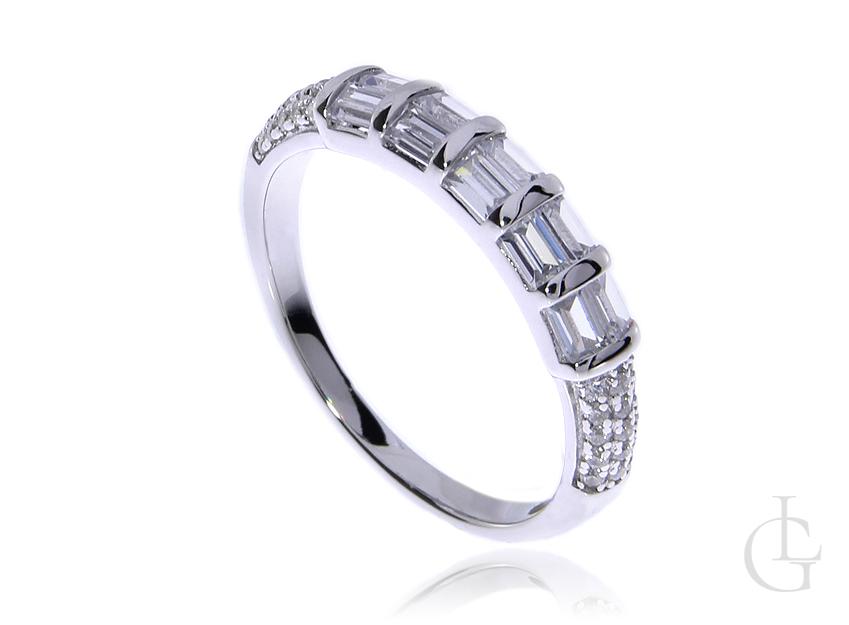 Delikatny pierścionek obrączka ze srebra rodowanego pr.0,925 z cyrkoniami