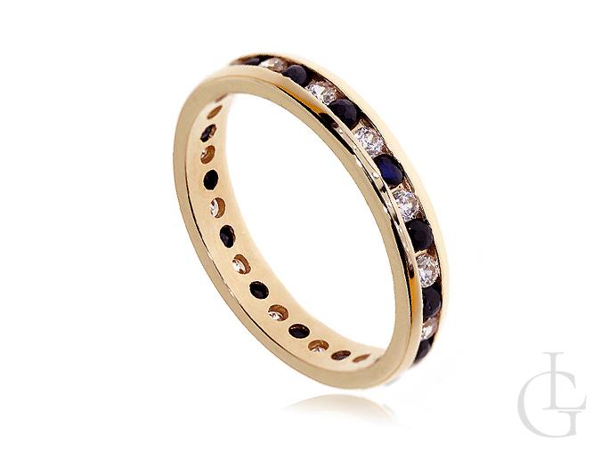 Złoty pierścionek obrączka pr.0,585 z czarnymi i białymi cyrkoniami