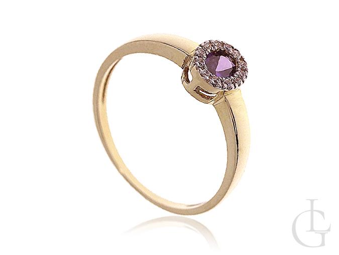 Złoty pierścionek zaręczynowy z diamentowaną cyrkonią